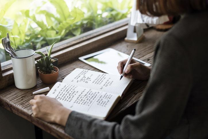 passer par l'écriture pour améliorer la considération de soi et partager l'énergie de sa vie